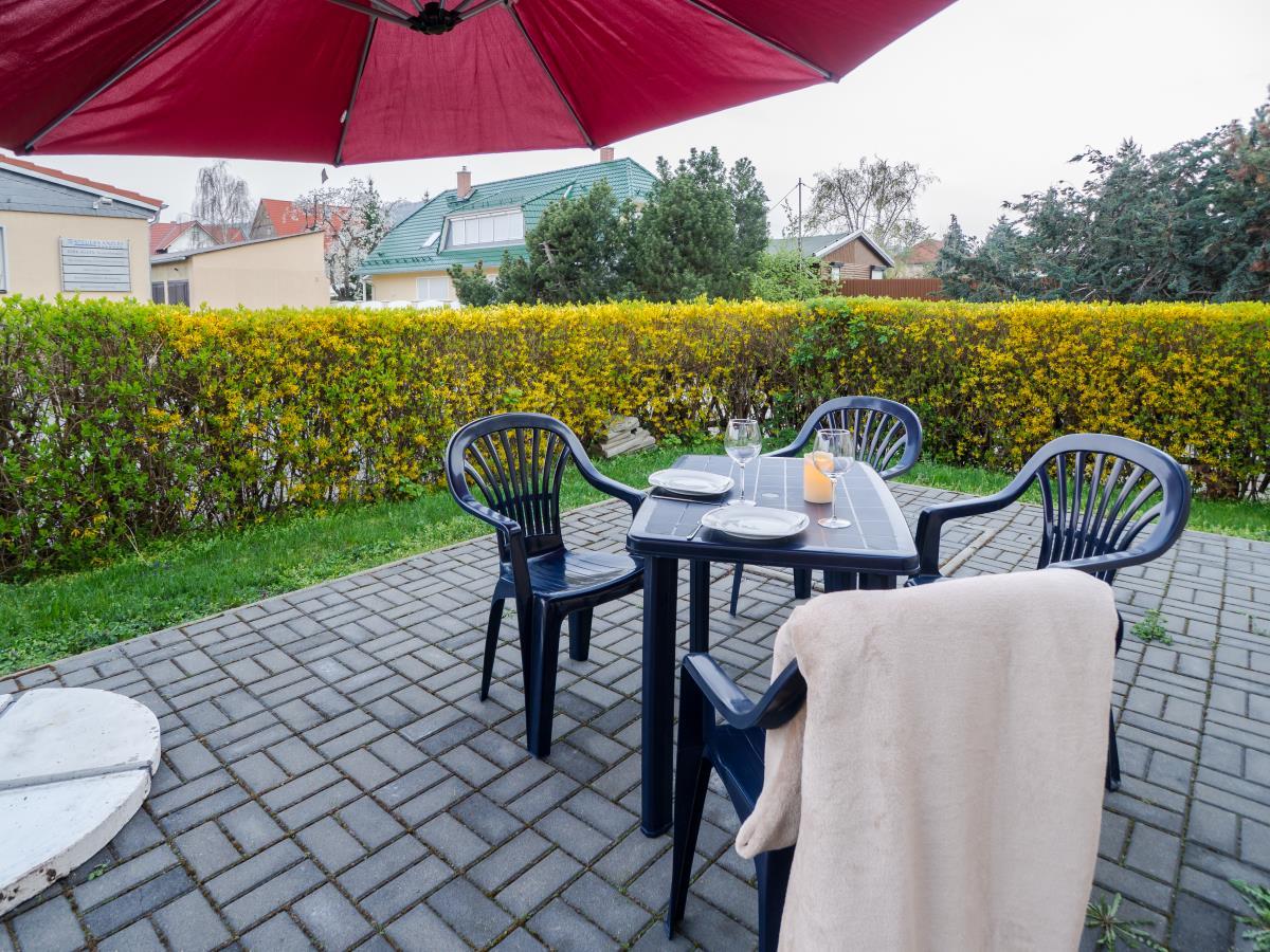 Terrasse mit großem Grill
